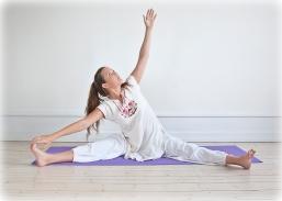 2010--Yogastilling-farve-143