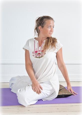 2010--Yogastilling-farve-177