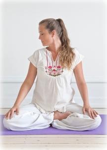 2010--Yogastilling-farve-200