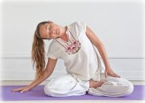2010--Yogastilling-farve-201